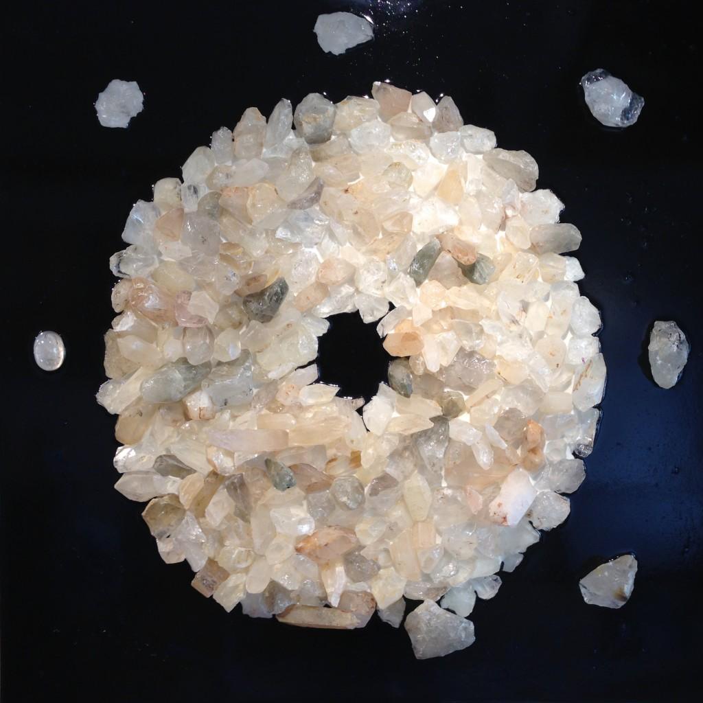 070 x 070 - Cristal de roche, vernis, huile, pigments, résine.